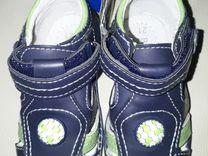 Продам сандали для мальчика новые